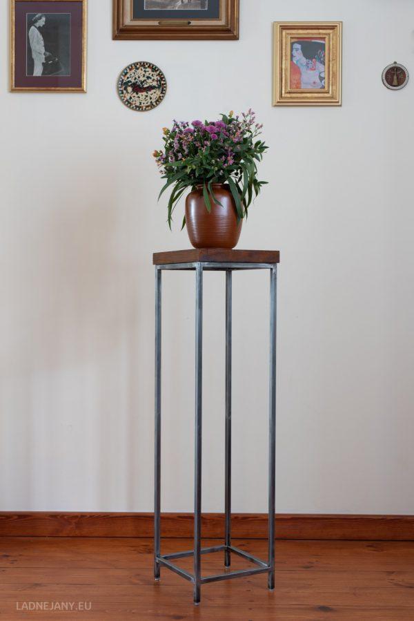 Cienki Janek - sosna palisander marki Ładne Jany to kwietnik stojący wykonany z metalu i drewna.